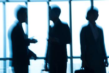 Kandidaten beim anonymen Bewerbungsverfahren