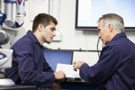 Auszubildender erhält Unterstützung in der Assistierten Ausbildung