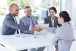 Männer und Frauen im Bewerbungsgespräch