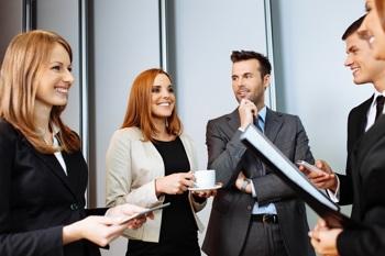 Gruppe beim Netzwerk-Gespräch