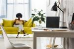 Frau arbeitet im Home-Office