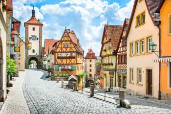 Die Altstadt von Rothenburg mit kleinen handwerklichen Betrieben in urigen Gässchen.