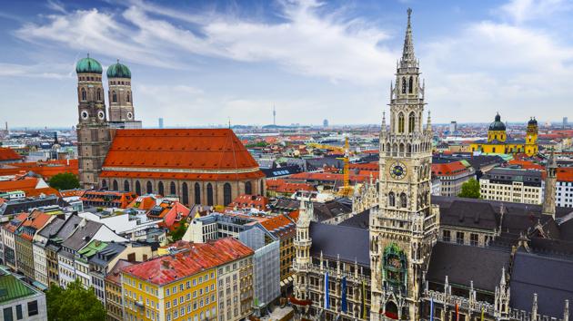 Foto der Münchener Frauenkirche und des Marienplatzes
