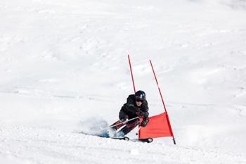 Skirennläuferin beim Wintersport