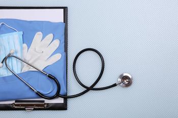 Stethoskop und Mappe vom Pfleger