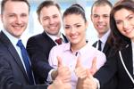 Business Team mit Daumen hoch