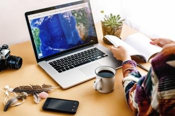Urlaubsübergabe am Schreibtisch
