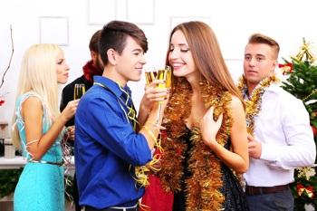 Weihnachtsfeier-Knigge: 9 Tipps gegen den Karriereknick