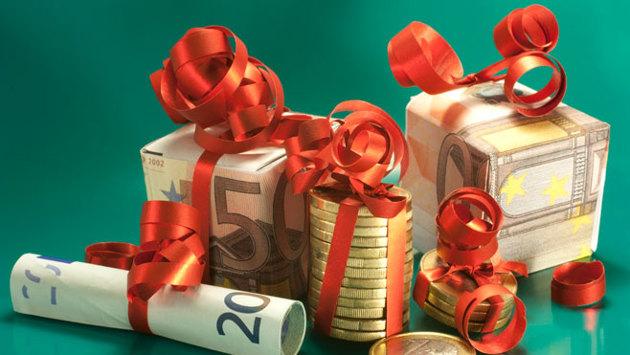 Kleine aus Euroscheinen gefaltete Geschenke